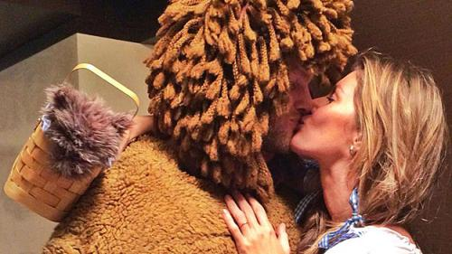 Brady Dresses As Cowardly Lion For Halloween Party In Boston