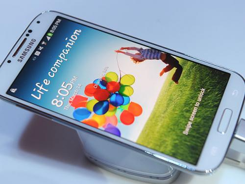 Galaxy S 4 Review: Grab-Bag Of Features That Don't Come Together