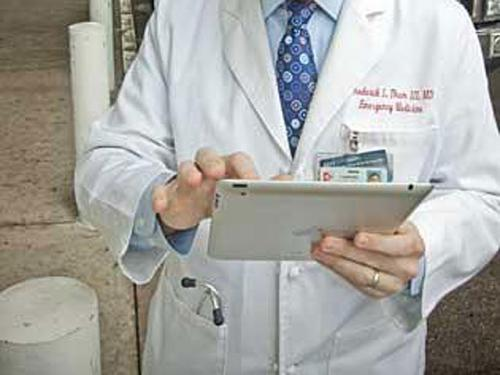 How Doctors, Nurses Are Using iPads