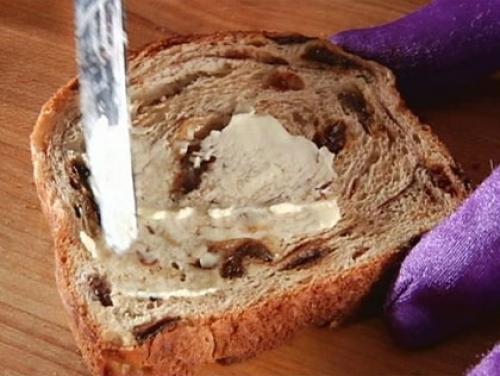 Phantom Gourmet: Cinnamon Raisin Bread Taste Test