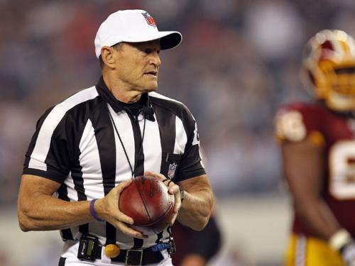 Referee Ed Hochuli Causes Confusion During Patriots-49ers Game