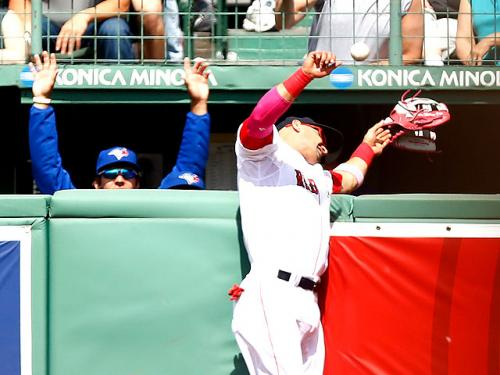 Victorino Heads To Hospital After Crashing Into RF Wall